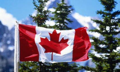 The-Canadian-flag-with-mo-002